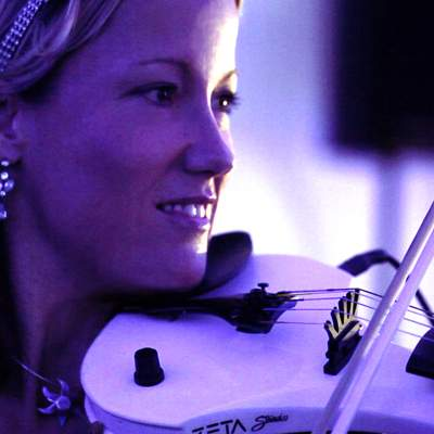 Enjoy your Event with entertaining, experienced and professional electric violinist Sarah.